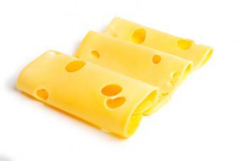 Кстати, сырный белок усваивается намного лучше, чем молочный...  По содержанию белков в своем составе. сыр любых...